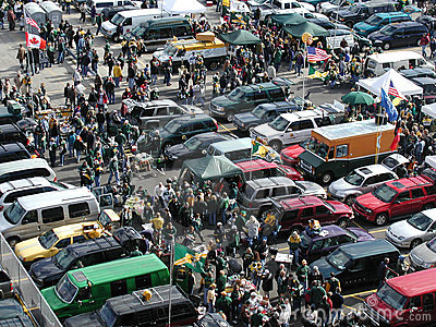 tailgate-tailgating-party-sports-fans-crowd-8263625.jpg
